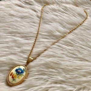 Beautiful Vintage Floral Large Locket Necklace